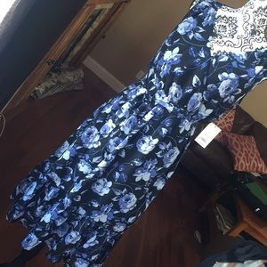 Dresses & Skirts - Sleeveless floral dress new with tags